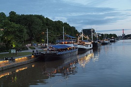 Restaurant_ships_on_the_river_Aura_in_Turku 1